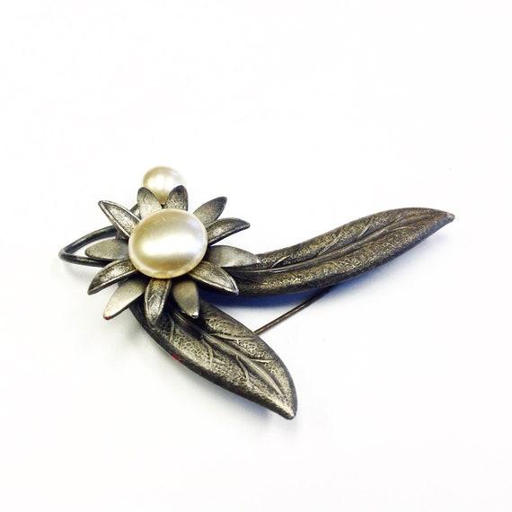 Flower Brooch Romantic Brooch with Faux Pearl Black Glass 1940s waalaa.