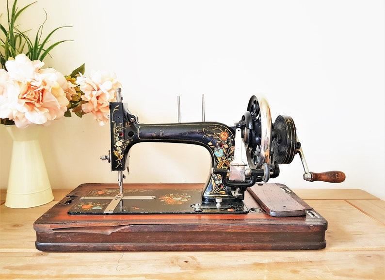 Vesta Sewing Machine with No Box  Beautiful Vintage Floral Design, Hand  Crank Manual  Lovely Condition, 1930s England  Cottage Home Decor