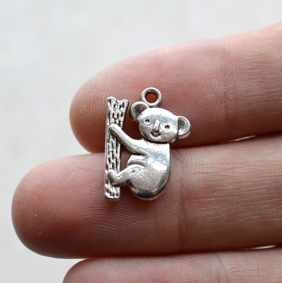 Kangeroo Charm Tibetan Silver Solid Pendant  3d 10 Pieces