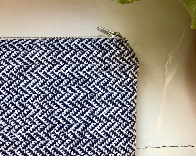 Dark blue pouch - cream