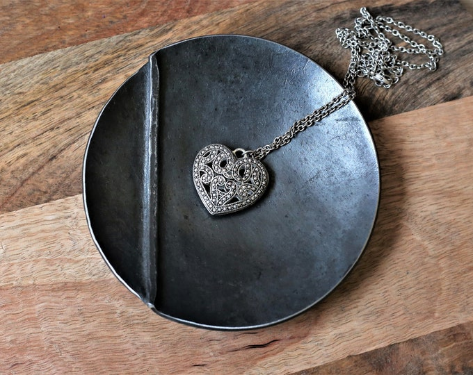 Decorative small metal ring dish