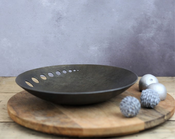 Decorative Iron bowl with contemporary design