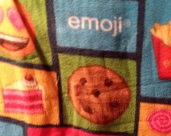 Fleece Emoji Handcrafted Blanket Sets