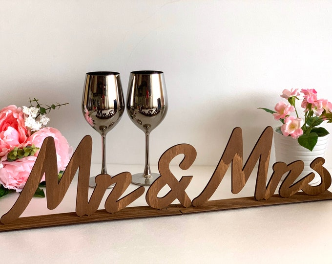 Wooden Mr and Mrs Wedding Table Sign Mr & Mrs Letters Sweetheart Freestanding Centerpiece Tabletop Laser Cut Reception Decoration Head Table