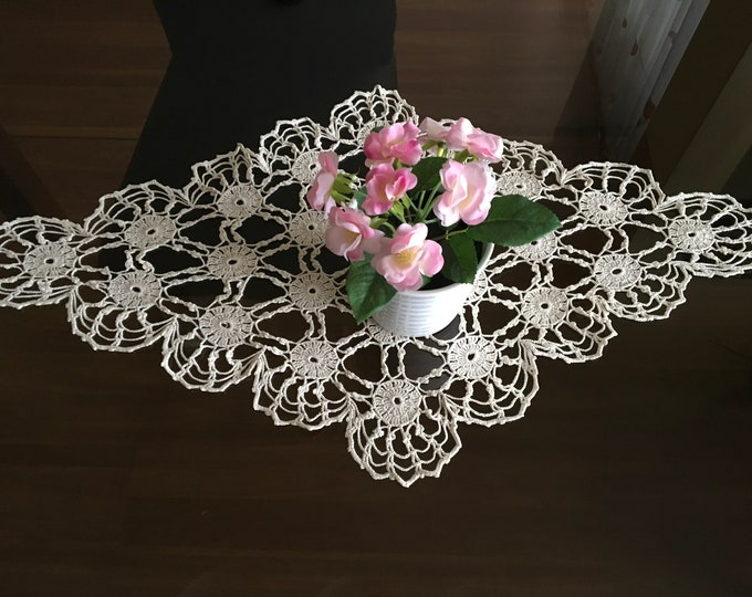 Vintage Crochet Lace Doily Shape Handmade Large Table Runner Cotton Table Decorations Thanksgiving Day Bride Topper Wedding Gift for Her