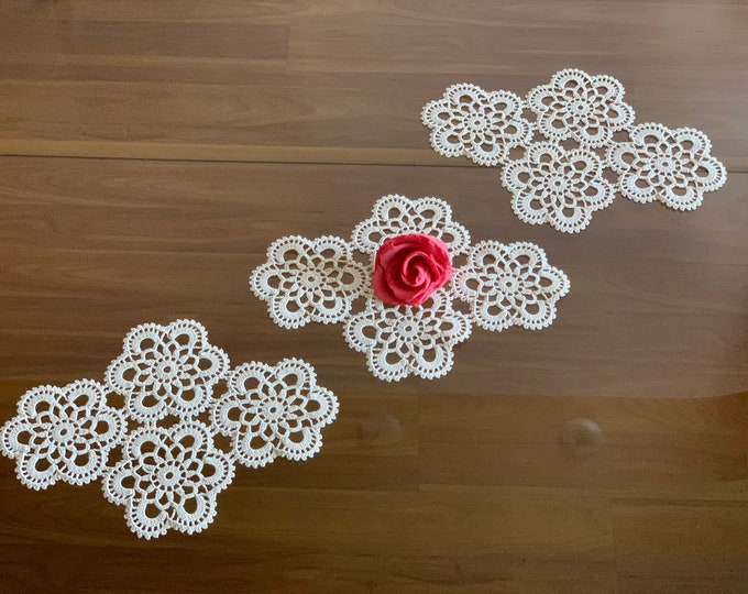 Set of 3 Hand Crochet Lace Doily Floral Table Centerpiece Ivory Handmade Delicate Cotton Home Decoration Vintage Small Table Topper Placemat