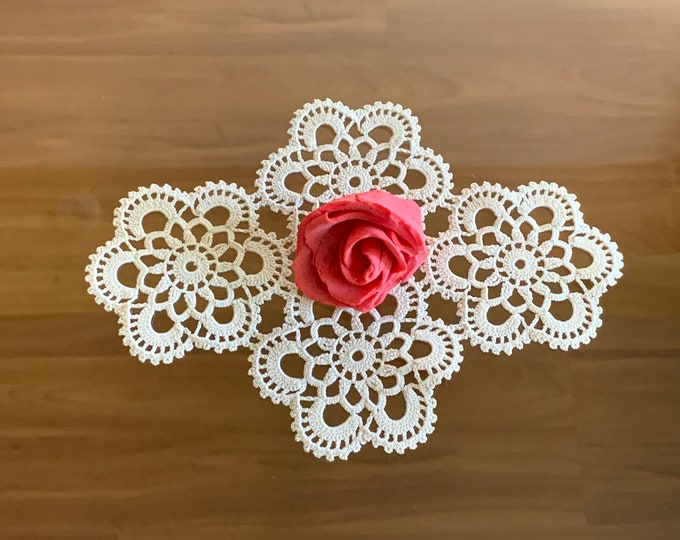 Handmade Crochet Lace Doily Floral Table Centerpiece Ivory Delicate Cotton Doilies Home Decorations Vintage Small Table Toppers Placemat