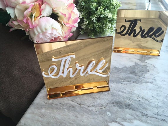 Mirror Acrylic Wedding Table Numbers White Calligraphy Gold Wedding Signs Modern Centerpieces Luxury Decorations Number Holders Event Decor