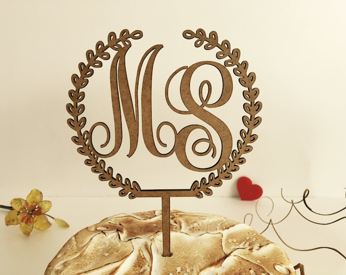 Presonalized Wedding Cake Topper with Initials Laurel Wreath Rustic Cake Topper on Sticks for Weddings Wood Decorations Wedding Centerpiece
