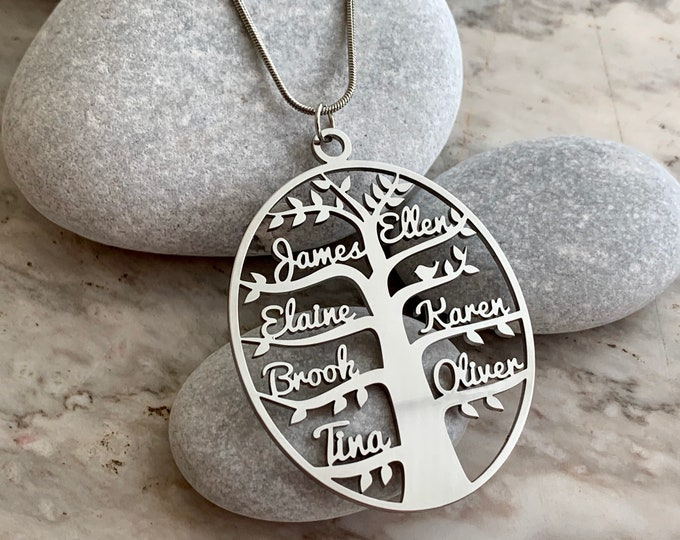 Personalized Tree of Life Family Names Necklace Handmade Oval Pendant Custom Laser Cut Names Stainless Steel Jewelry Women Anniversary Gifts