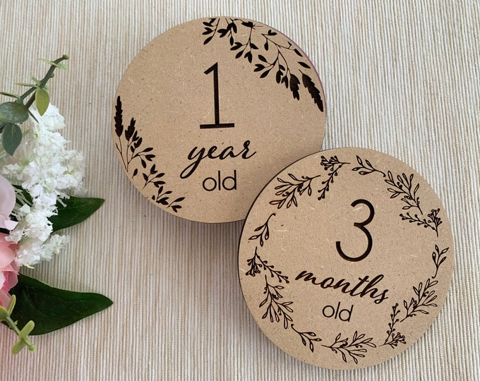 Personalized Baby Milestone Cards Custom Wooden Monthly Milestone Discs Photo Prop Newborn Baby Girl Boy Engraved Sign Wood Circles 12+1 pcs