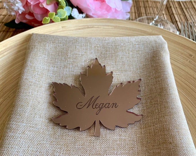 Personalized Laser Cut Leaves Wedding Place Cards Mirror Acrylic Maple Leaf Shapes Custom Engraved Name Tags Autumn Thanksgiving Table Decor