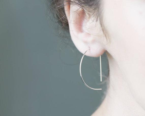 Minimalistische Oorbellen Zilver : Hoepel oorbellen met edgy zilveren oorbellen minimalistische etsy
