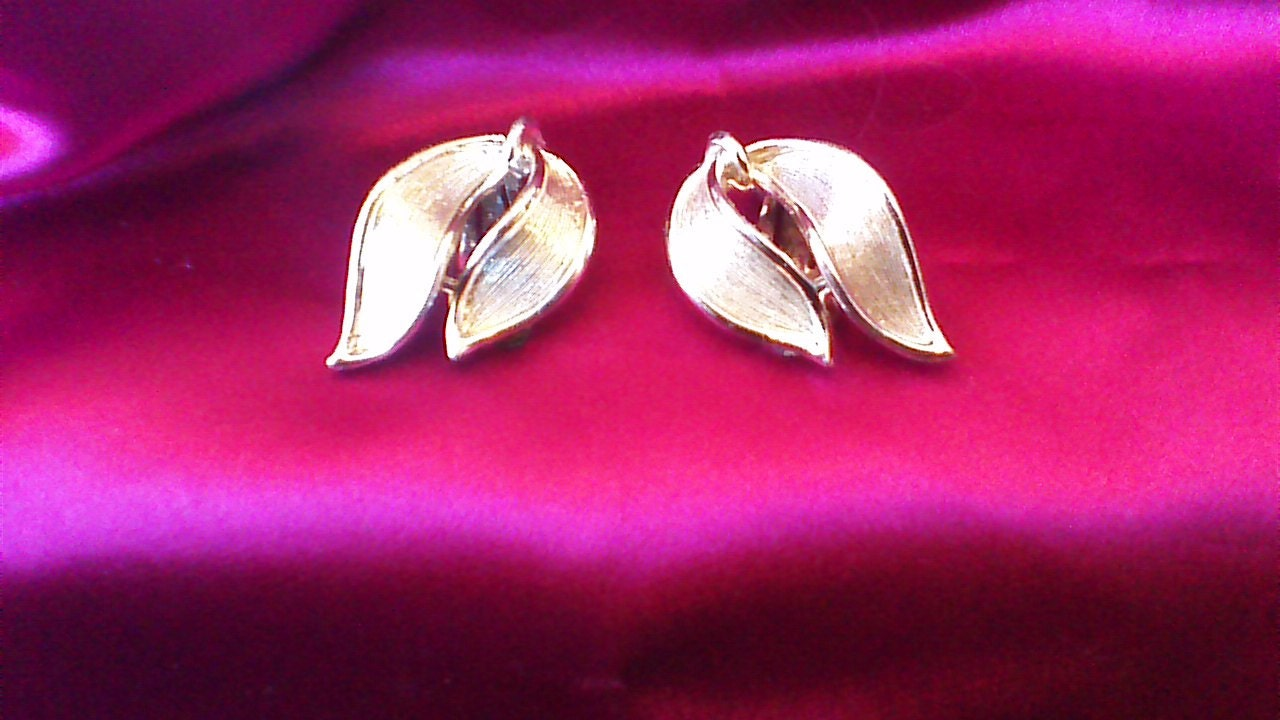 80u0027s Gold tone Lisner Clip On Earrings Vintage Jewelry Designer Costume Jewelry & 80u0027s Gold tone Lisner Clip On Earrings Vintage Jewelry Designer ...