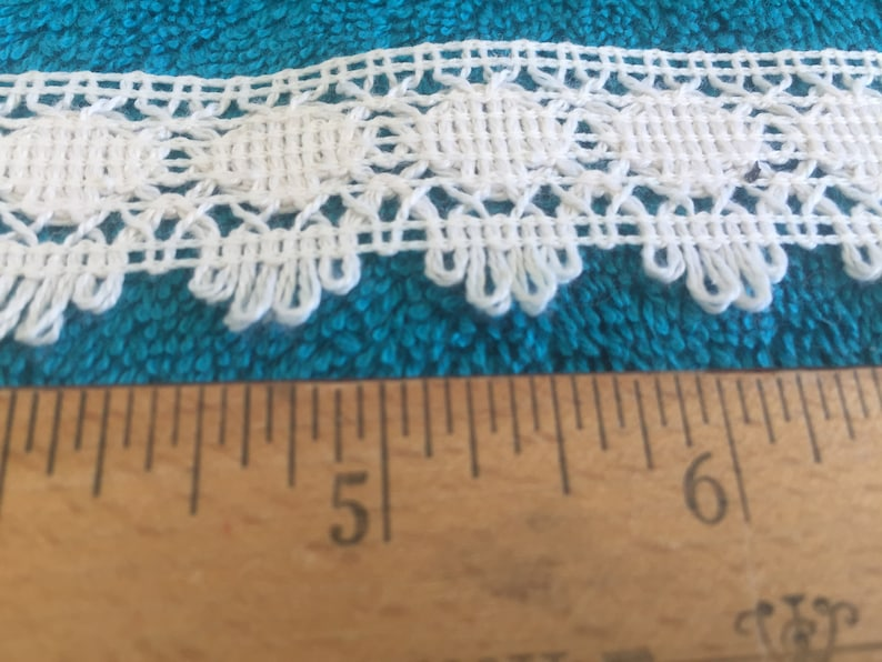 Off White Circle  Lace Trim  1 3//8 inches   1 yard