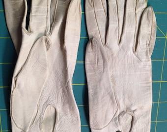 Opera Length Kid Gloves, 3 Bakelite Snaps.  Pre-WWII era.  Size 3