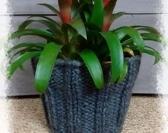 Pot and its pot knit