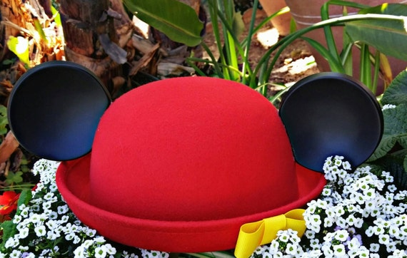 Mickey ears. Minnie Hat. Red cloche. Original Disneyland Hat. Mickey Mouse Ears. Custom Disney Hat. Black red.