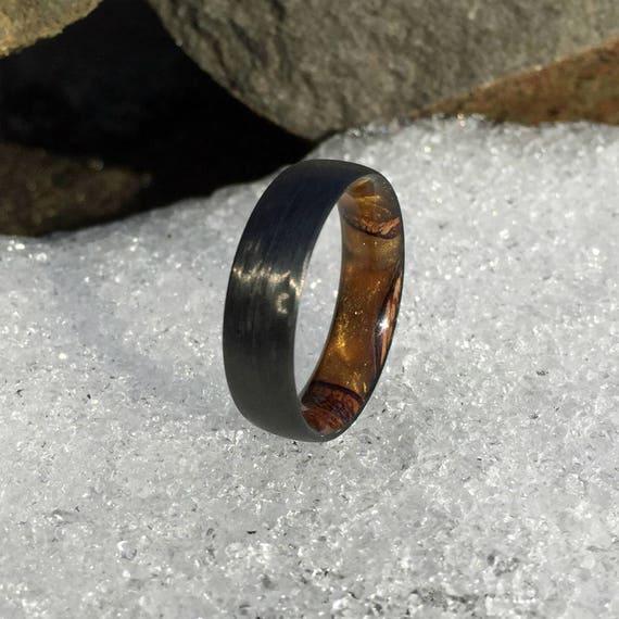 Carbon Faser Ring, Holz Ring, Herren Ring, Holz Inlay Ring, Verlobungsring, Ehering, Holz Hochzeitsband, schwarzer Ring, Banksia Pod Ring