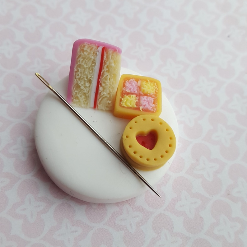 Magnetic needle minder for embroidery and cross stitch image 0
