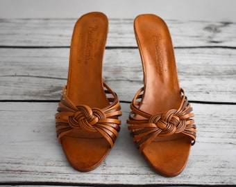 c49c30fa72f695 Size 7 Women s 1970 s Vintage Leather Sandles with a 3.5