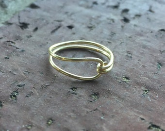 Pretty Closed Loop Gold Wire Ring
