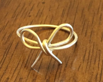 """Dainty """"Forget-me-Not"""" Bow Gold Wire Ring"""