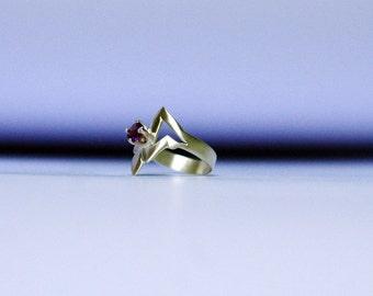 Futuristic star trek inspired Amethyst silver ring. 5mm Amethyst statement ring. silver midi ring. Triangle sci fi ring. Fantasy silver ring