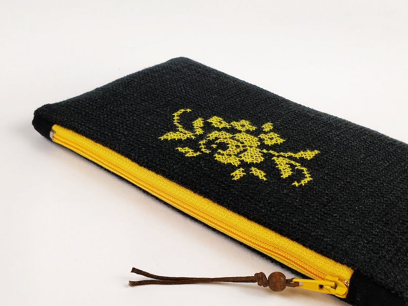Embroidered by hand cotton lining zipper cosmetic case image 0