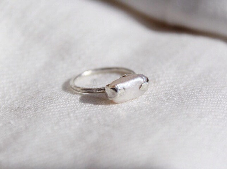 Unique Silver Freshwater Pearl ring,Oceam Pearl ring,Minimalistic Pearl ring,Gift for women,Anniversary gift,Engagement wedding ring