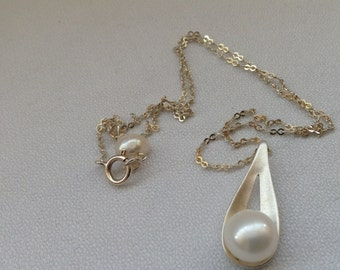 SALE... Fresh water cultured pearl pendant. 925 sterling silver pendant. June birthstone. Gift for her.