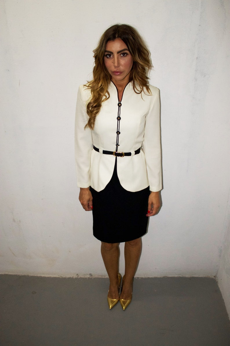 Size 4Small   Jacket /& Skirt  White and Black Suit  Small Suit  One Piece Suit  Pencil Skirt  Blazer Vintage 90/'s Power Suit