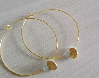 Creole, thin, gold round pendant and its Green freshwater pearls