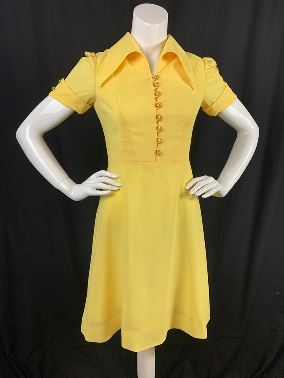 1970s Yellow Dress XS size With Dagger Collars and