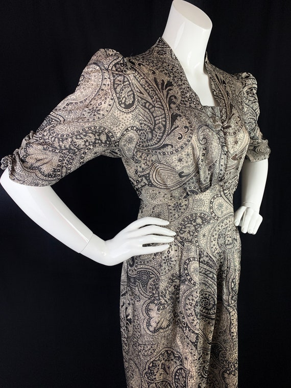 1970s Paisley Dress in 1940s Style with Puffed Sho