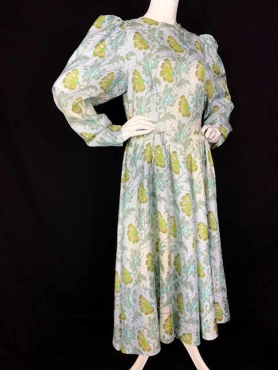 1980s Romantic Floral Midi Dress with Puffed Shoul