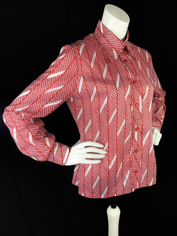 1970s Blouse in Red White with Dagger Collars - Vi