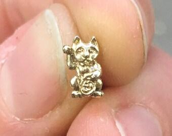 Brass Lucky Cat Stud (Single)