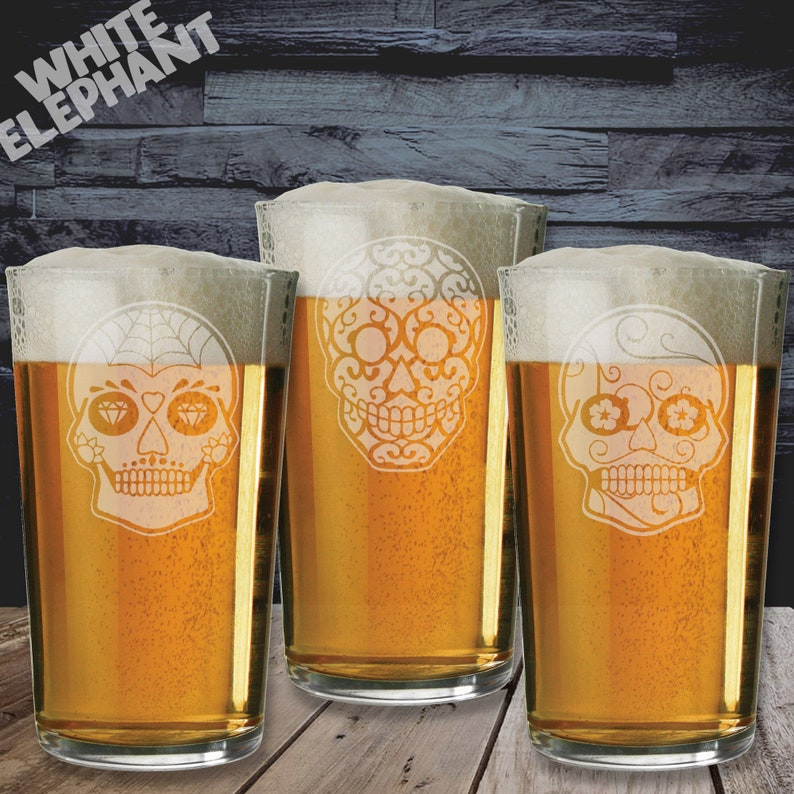 Laser Etched Sugar Skull 3 Whiskey/High-Ball/Pint Glass Gift Pint Glass - 570ml