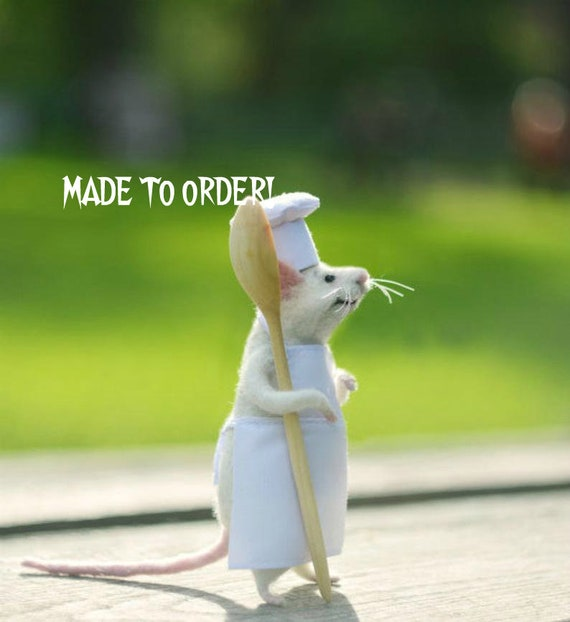 MADE TO ORDER! Needle wool White mouse Mouse kitchen Mouse and kitchen Chef  mouse Spoon Cook mouse Gift the cook Mouse in apron Felted mice