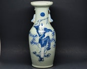 Chinese antiqu blue and white porcelain vase, early 1900s