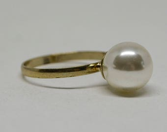 Lovely gold tone faux pearl ring