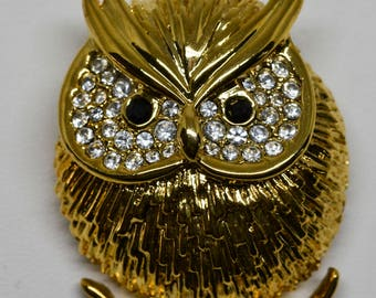 Lovely gold tone owl brooch