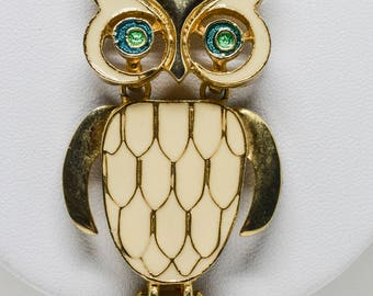 Lovely gold tone owl pendant necklace