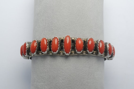 Bracelet manchette en corail rouge et argent