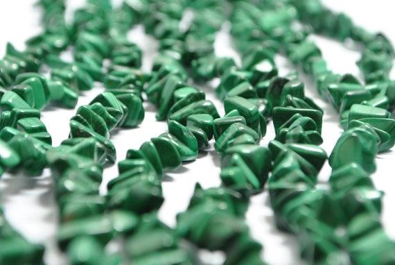 Perles de malachite sur fil