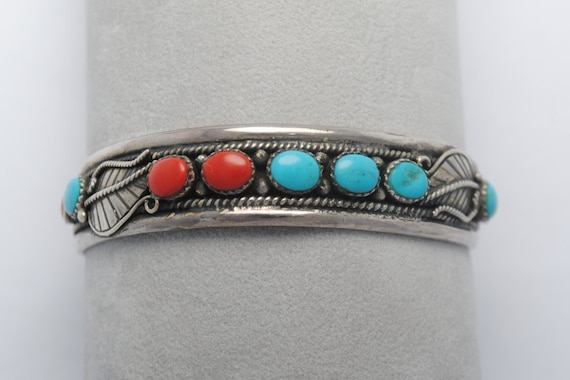 Bracelet manchette en turquoise, corail et argent