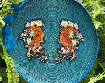 Into The Jungle Turquoise Tiger Straw Round Banjo Bag