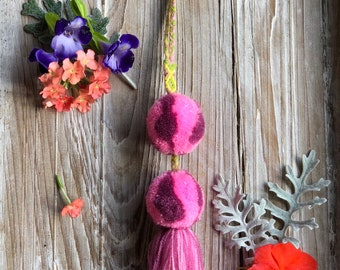Marbelized Double Pom with Tassel