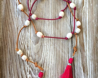 Wandering Mermaid Raspberry Ombre Leather Baroque Pearl Tassel Lariat Necklace